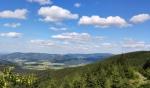 Daleké jdou výhledy k Medvědímu vrchu a Orlíku.