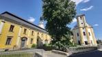 Kostel je v sousedství kláštera piaristů...