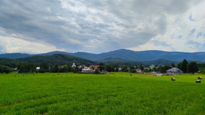 Nad Černou Vodou. V pozadí Studniční vrch.