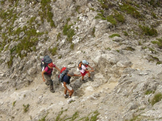 Poslední skálu před vrcholem Itonskopf vylezla i pětiletá holka a na zádech její dvouletá sestra.