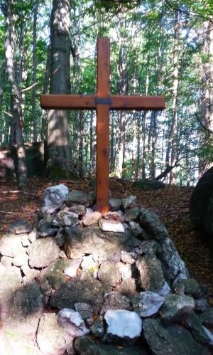Mackova mohyla - pomník vybudovaný na památku skautky Marcely Sršňové (přezdívka Macek).