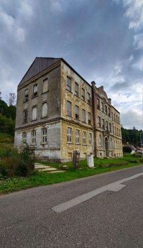 Stará škola v Josefovo Dole.