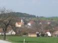 Pohled na Kraselov (směr od Zahorčic) s kostelem