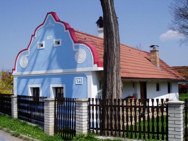 Autorem zdejších staveb je asi převážně Š. Brenner, který zde pracoval po vzoru neznámého mistra z Plástovické oblasti asi do roku 1900.