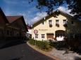 a starý Tyrolský dům, kde se dobře i levně vaří, to jsou naše poslední zastávky asi letos posledního vícedenního putování po horách.