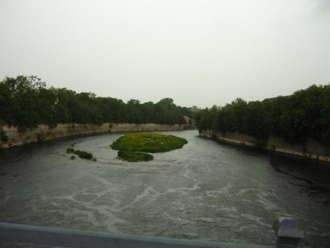 Rozbouřená řeka