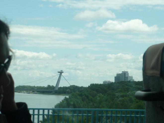 Dunaj a v dáli známý Nový most