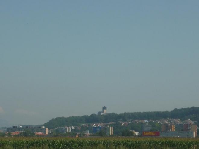 Pohled při cestě do Trenčína na Trenčiansky hrad