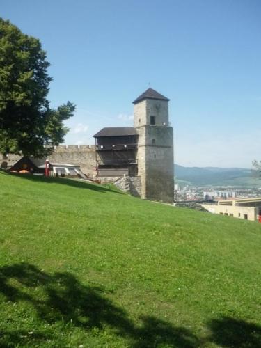 Vstupní věž s hodinami