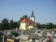 Pohled na kostel zezadu + hřbitov