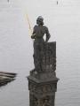 Pod Karlovým mostem leží socha Bruncvíka