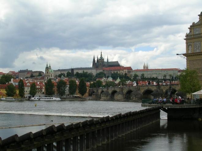 Pohled na Pražský hrad s Vltavou