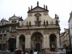 Kostel Nejsvětějšího Salvátora (směr z Křižovnického náměstí)