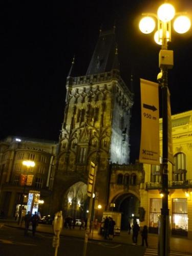 Prašná brána v noci