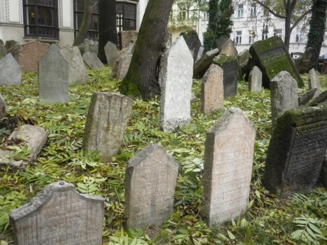 Mnoho náhrobků