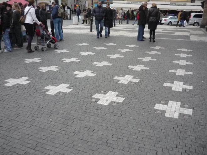 Symbolických 27 křížků za padlé pány