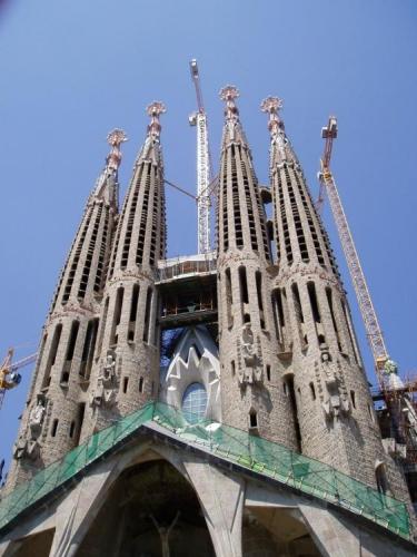 Tato velkolepá stavba započala již v roce 1882 v Gaudího režii a stále se nechýlí ke konci.