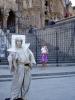 Na každém kroku potkáte různé pouliční umělce. Živé sochy v těch nejoriginálnějších kostýmech a pózách – klauny.