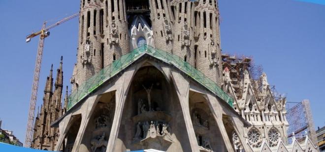 Někdy se chrámu také říká největší staveniště světa.