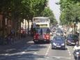 Po Barceloně se turisté projíždějí i speciálními aotevřenými autobusy.