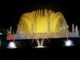 Fontána je přes rok puštěna vždy o víkendu večer (po setmění, v létě od 20 hodin do půlnoci) a nabízí velkolepou podívanou – hru světla, hudby a vody hrající tisíci barvami. Vypadá moc hezky a efektně a připomíná trochu Křižíkovu fontánu na pražském výstavišti.