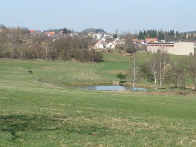 Hoslovice s rybníčkem