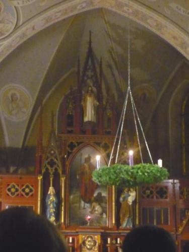 Uvnitř kostela ve Vacově (při Adventu)